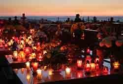 Tysiące zniczy rozświetliło cmentarz