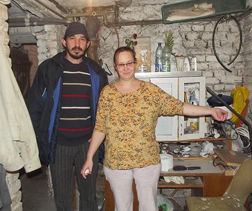 Kobieta w ciąży mieszka w piwnicy?