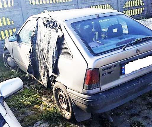 Wiozła dzieci autem bez drzwi!