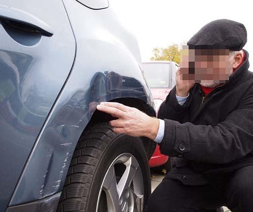 Na oczach policjantów staranował zaparkowane samochody