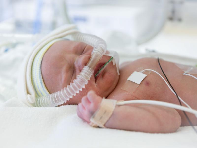 noworodek z koronawirusem
