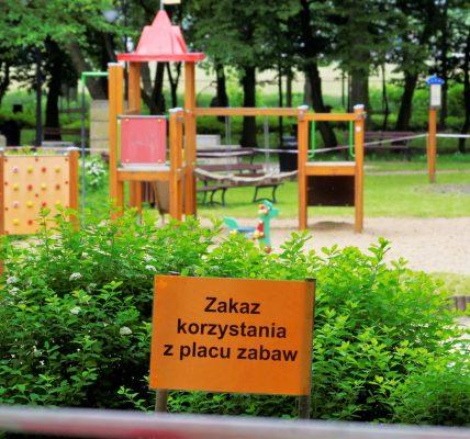 zakaz na placu zabaw