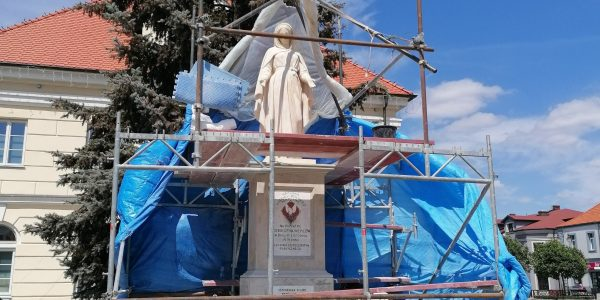 pomnik matki boskiej