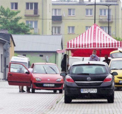 auta przy kramach