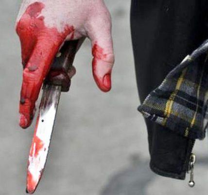 straszy ludzi nożem