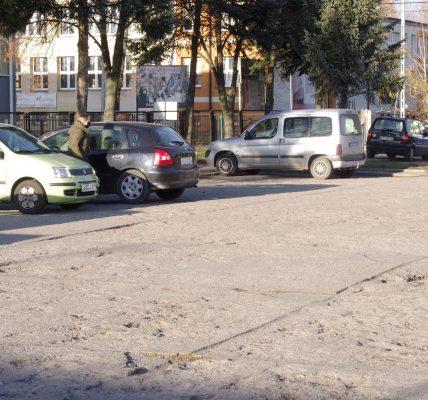 dziurawy parking