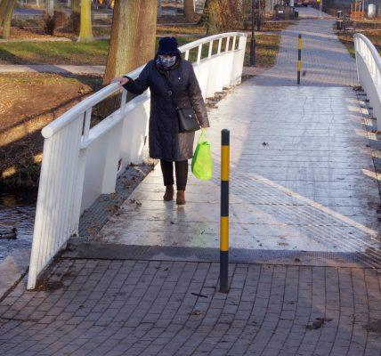 ślizgają się na mostku