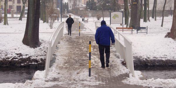 zaśnieżony mostek