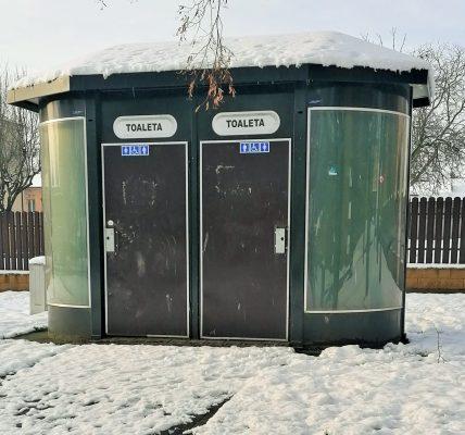 toaleta bez klamek