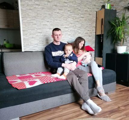 rodzina szuka mieszkania
