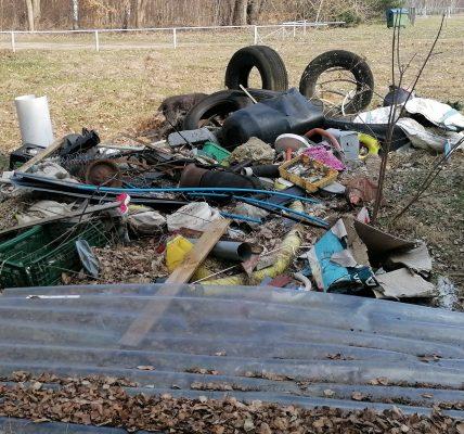 spór o śmieci