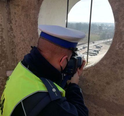 policjanci na wieży