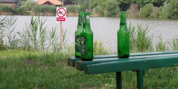 zaniedbany zalew parzęczew