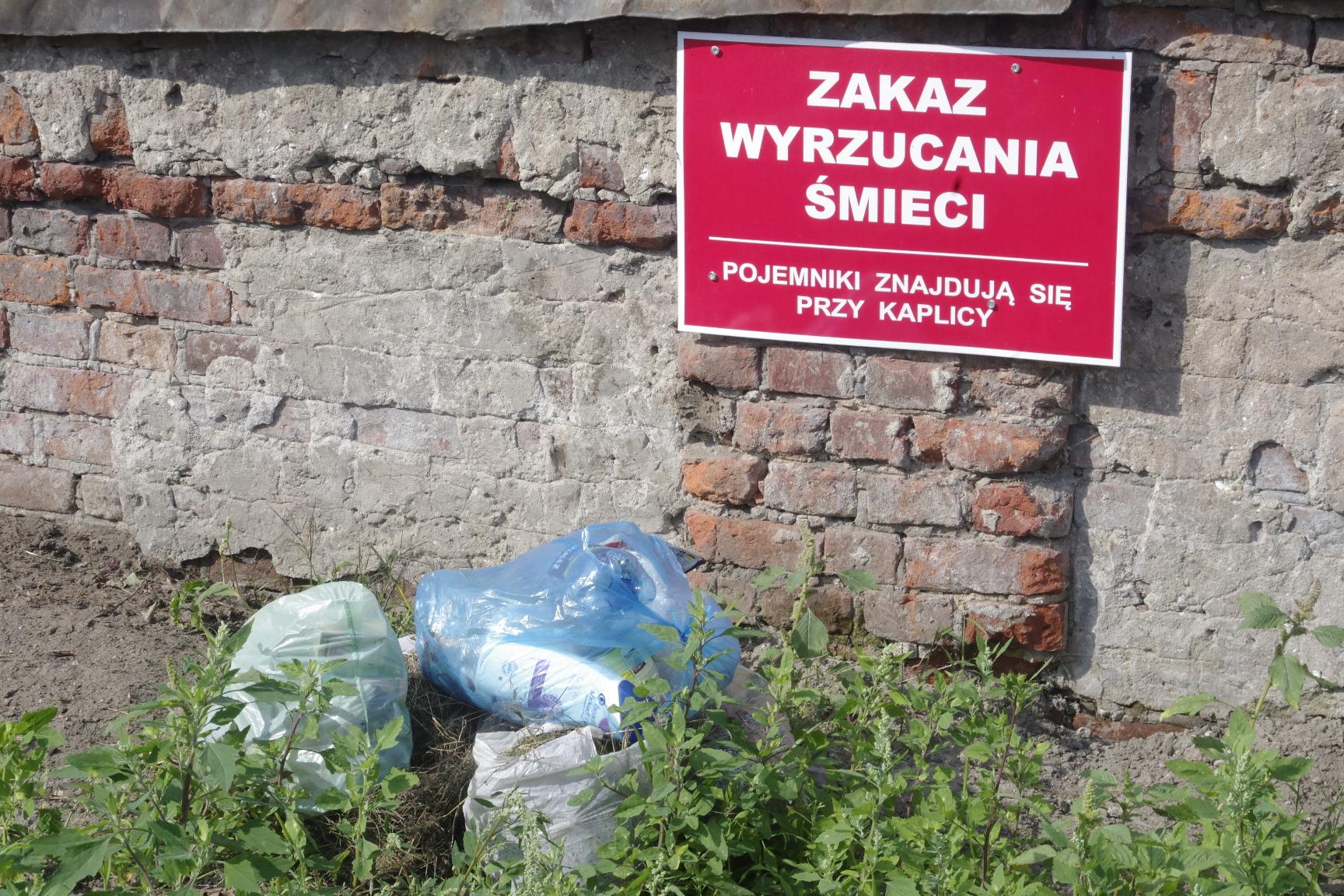 śmieci cmentarz