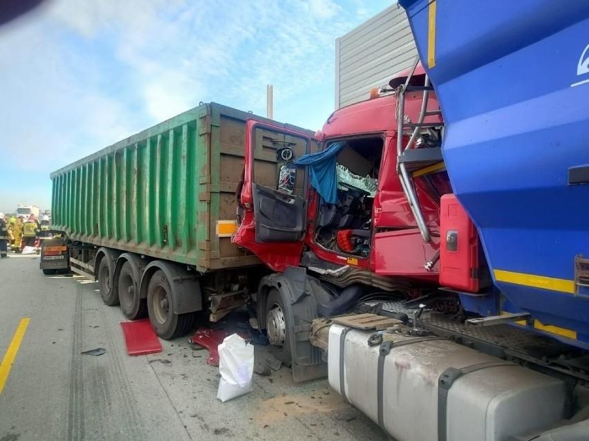 zakleszczony w ciężarówce