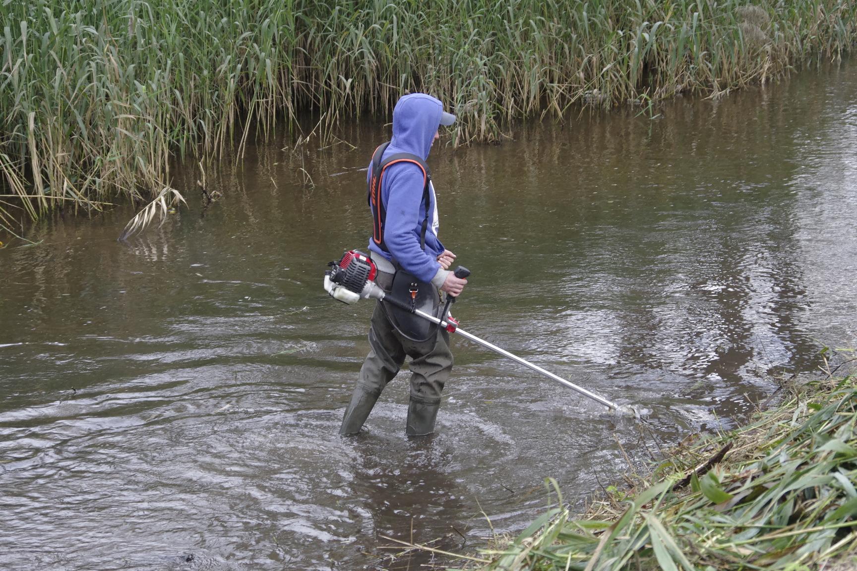 wykaszanie wałów rzeki