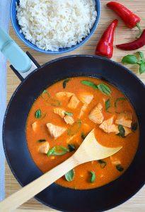 curry łosoś